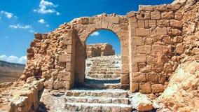 Ha rotto l'ingresso alle rovine della fortezza di Masada Immagini Stock