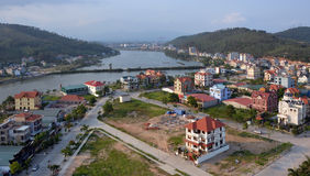 Ha snakken Bay Town en Haven in Recente middagzonneschijn, Vietnam Stock Foto's
