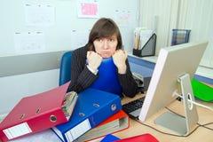 Ha stancato l'impiegato dell'ufficio immagini stock libere da diritti