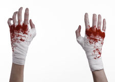 Ha stretto la sua mano sanguinosa in una fasciatura, la fasciatura sanguinosa, il club di lotta, la lotta della via, il tema sang Fotografia Stock