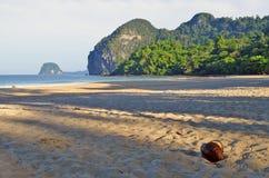 Haad Farang plaża przy Mook wyspą wcześnie w ranku Fotografia Stock