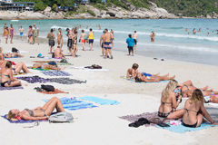 Haad Rin海滩在海岛酸值Phangan,泰国的满月党面前 免版税图库摄影