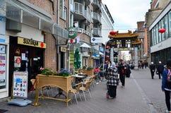 Haag Nederländerna - Maj 8, 2015: FolkbesökKina stad i Haag Royaltyfria Foton
