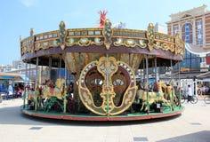 HAAG NEDERLÄNDERNA - MAJ 26, 2015: Historisk karusell i Scheveningen royaltyfri bild