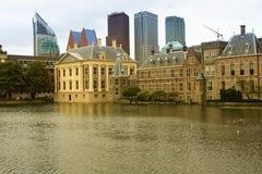 Haags Binnenhof med Hofvijveren Royaltyfria Foton
