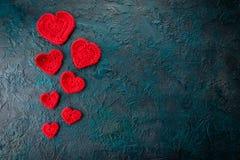Haak valentijnskaartharten Stock Foto's