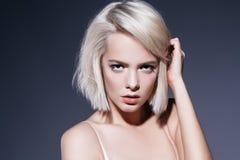 Haar der Haarschnitte kurz lizenzfreies stockbild