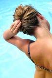 Haar durch das Pool Lizenzfreie Stockbilder