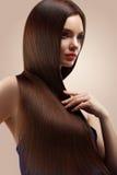 haar Portrait der schönen Frau mit dem langen braunen Haar Hohes qua Stockfotografie