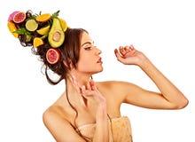 Haar und Gesichtsmaske von den frischen Früchten für Frauenkonzept Stockfoto