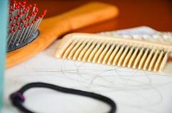 Haarausfall-Millionen Männer und Frauen haben erblichen Haarausfall lizenzfreie stockfotografie