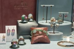 Haarlem, los Países Bajos - 6 de octubre de 2018: Bron Jewelry exclusivo imagen de archivo