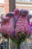 """Haarlem Nederländerna †""""April 14, 2019: , Bloemencorso BollenStreek, festlig anblick, medel som dekoreras med blommor, framsida fotografering för bildbyråer"""