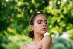 Haarmodell mit Modefrisur lizenzfreie stockfotos