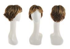 Haarperücke über dem Mannequinkopf Lizenzfreie Stockbilder