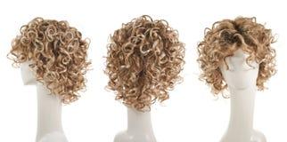 Haarperücke über dem Mannequinkopf Lizenzfreies Stockbild