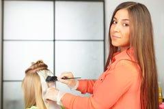 Haarsalon. Kleuring. Stock Foto