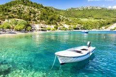 Haarscharfes adriatisches Meer auf Peljesac-Halbinsel, Dalmatien, Kroatien Lizenzfreie Stockbilder