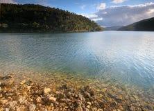 Haarscharfes Flusswasser stockfotografie
