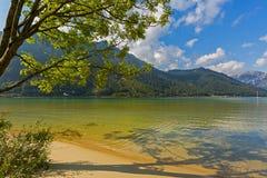 Haarscharfes Seewasser von Achensee See im Türkiswasser, Wechselstrom Stockfotos