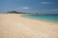 Haarscharfes Türkiswasser von Strand Mikri Vigla stockbilder