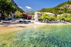 Haarscharfes Wasser in Dalmatien auf Peljesac-Halbinsel, Kroatien Lizenzfreie Stockfotografie