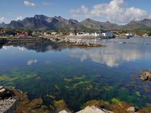 Haarscharfes Wasser im Meer auf Norweger Lofoten Lizenzfreie Stockbilder