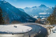 Haarspeldkromming in de bergen van Zwitserland Royalty-vrije Stock Afbeelding