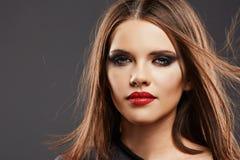 Haarstijl Modelstudio portrait Mooi vrouwengezicht Royalty-vrije Stock Fotografie