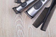 Haartrimmer mit Kamm lizenzfreies stockbild