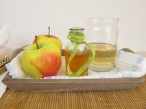 Haarveredelingsmiddel met de azijn van de appelcider stock afbeeldingen