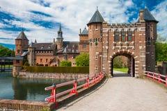 HAARZUILENS, НИДЕРЛАНДЫ - 18-ое мая 2012: Замок de Haar с Стоковые Изображения