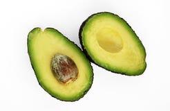 Haas-Avocado lokalisiert auf einem wei?en Studiohintergrund lizenzfreie stockbilder