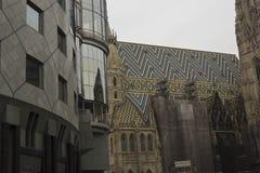 Haas Haus大厦和Stephansdom大教堂在维也纳 库存图片