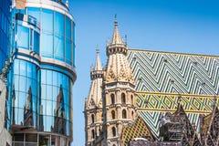 Haas Haus con la cattedrale di St Stephen a Vienna, Austria Fotografie Stock