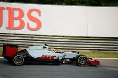 Haasformule 1 in Monza door Esteban Gutierrez wordt gedreven dat stock foto's