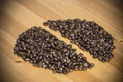 Haba de los granos de café en la tabla Fotografía de archivo libre de regalías