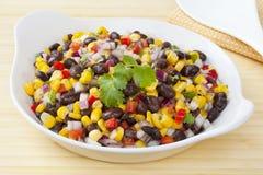Haba negra y ensalada de maíz Imagenes de archivo