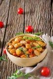 Habas blancas cocidas al vapor con las verduras en salsa de tomate Comida del vegano Fotografía de archivo