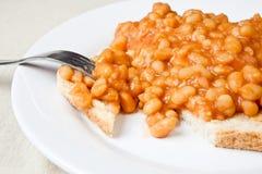 Habas cocidas al horno deliciosas en tostada Imagen de archivo