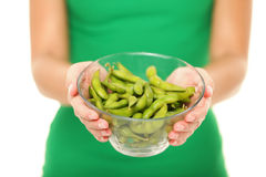Habas de la soja - mujer sana de la comida Imagen de archivo libre de regalías