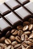 Habas del chocolate y del coffe Fotos de archivo libres de regalías