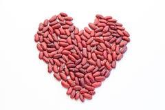 Habas rojas en forma del corazón Imágenes de archivo libres de regalías