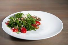 Habas vegetales de la ensalada, tomates, arugula Fotografía de archivo
