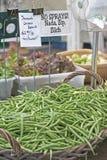 Habas verdes del mercado de los granjeros Imágenes de archivo libres de regalías