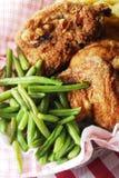 Habas verdes y pollo frito Fotografía de archivo libre de regalías