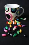 Habas y taza de jalea Imagenes de archivo