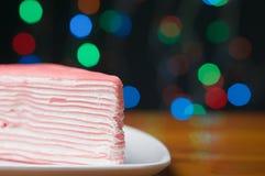 Haben hoher Kreppkuchen des Abschlusses buntes bokeh als Hintergrund Lizenzfreies Stockfoto