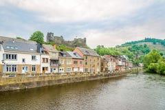 Haben Sie Ourthe-Fluss in La Roche en Ardenne - Belgien ein Bankkonto Stockbilder