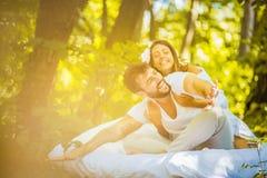 Haben Sie Spaß mit Ihrer Liebe in der Natur Morgen mögen dieses stockfotos